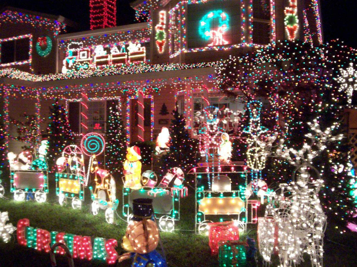 We love the Christmas Light competitions!