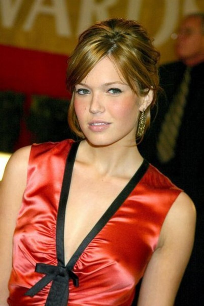 Mandy Moore Sexy In Silk