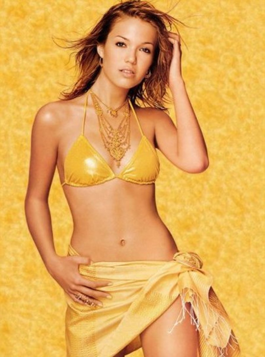Mandy Moore Hot Lady In Yellow