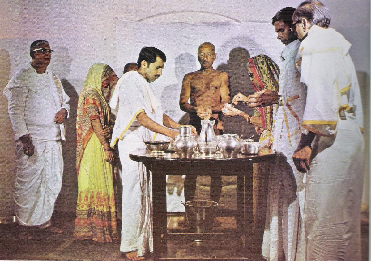 Muni Shree Vidyanandaji taking bhiksha(food)