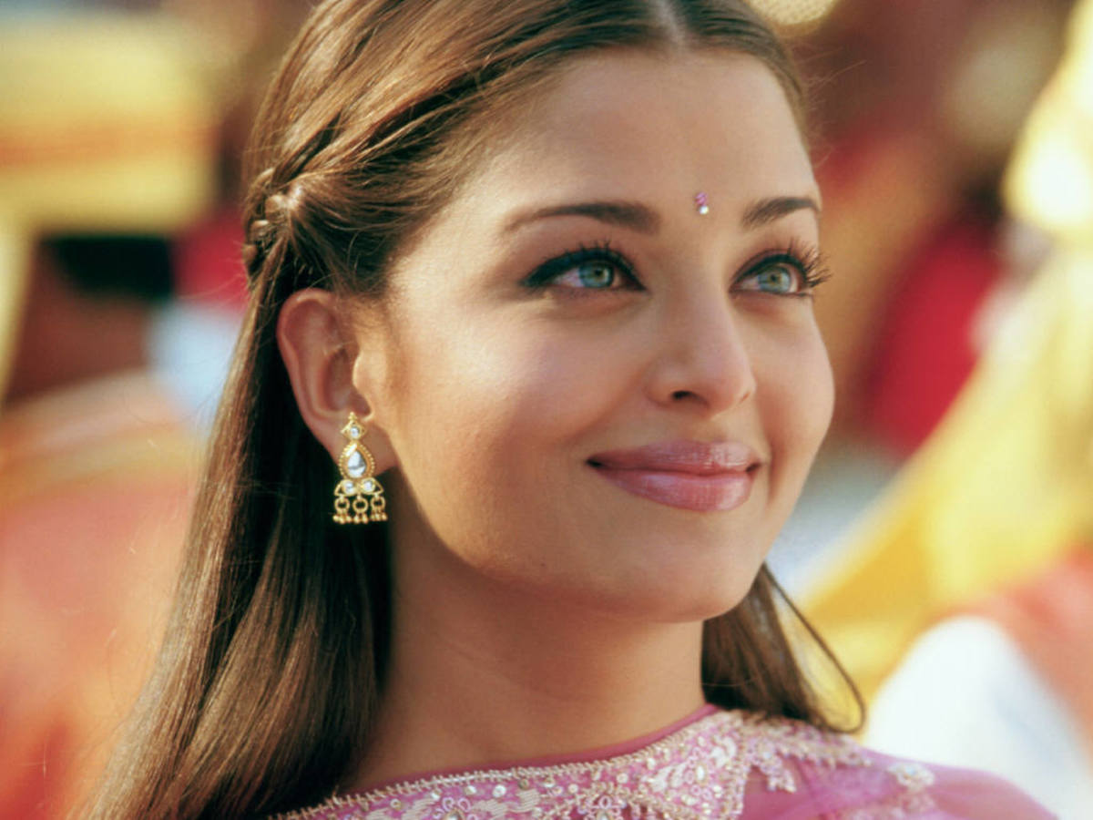 Beautiful Blue eyes of Aishwarya Rai