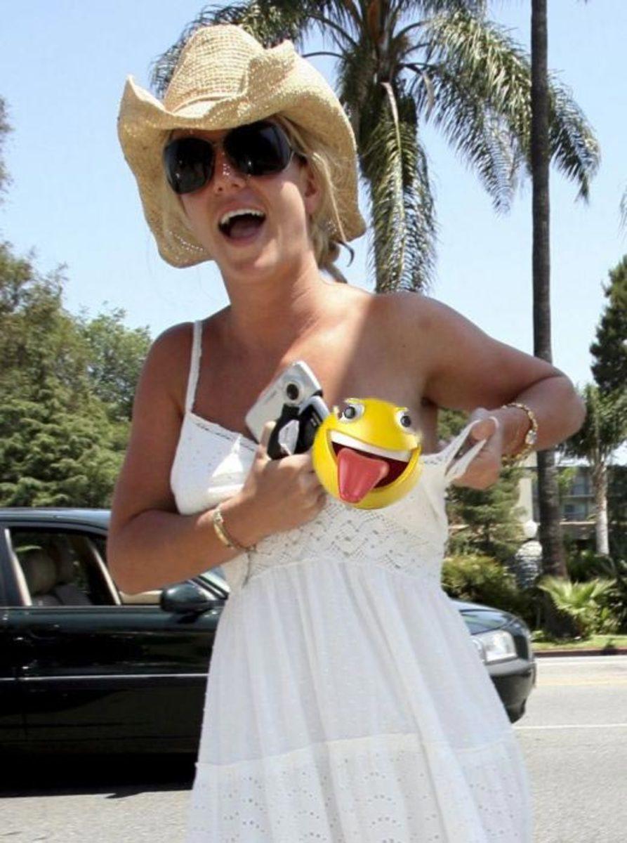 celebrity_nipple_slips__when_breasts_escape