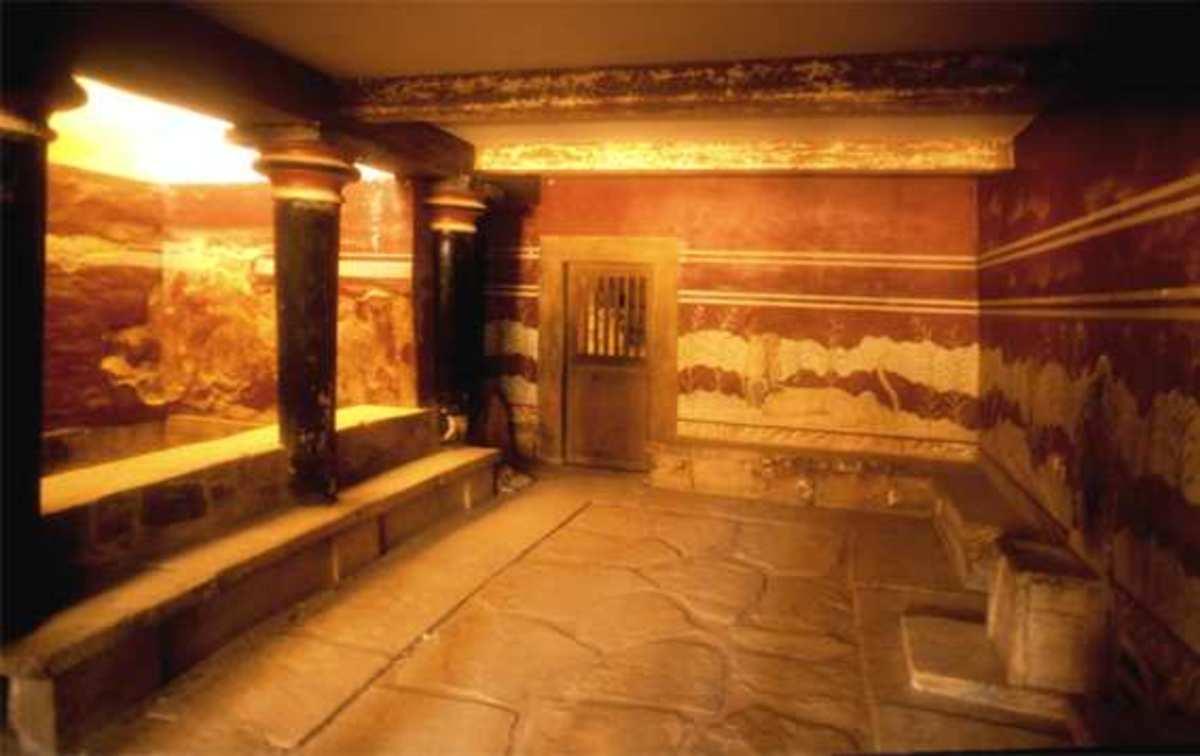 Regal chambers: Knossos Throne Room