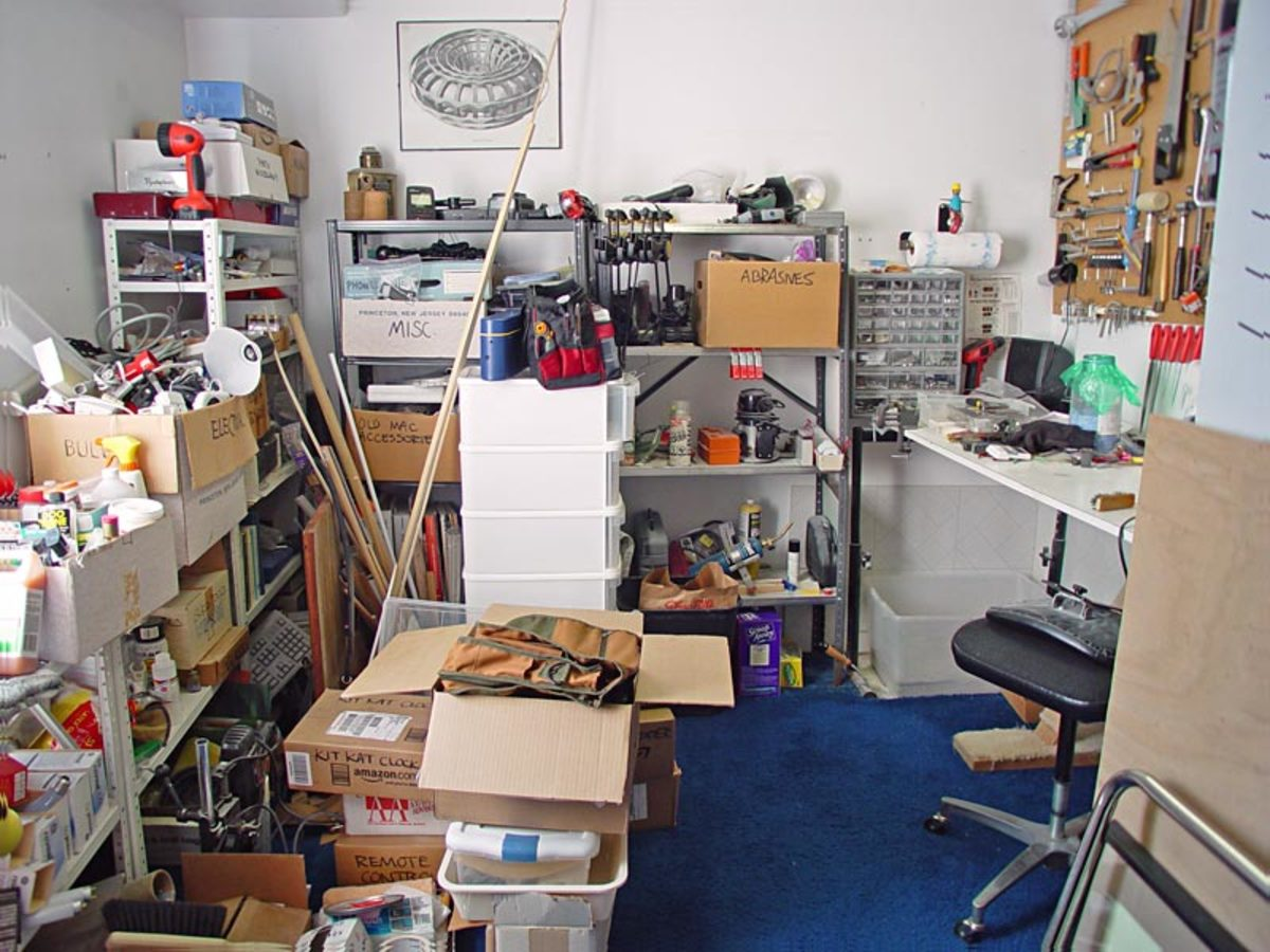 This crowded, cluttered room suffers from a bad case of feng shui