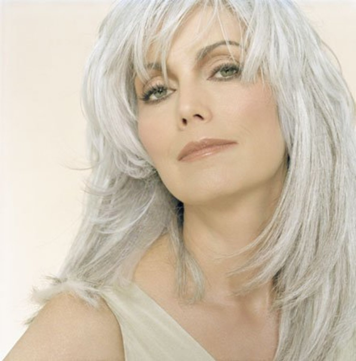 Gray Hair Is Sexy on Women!