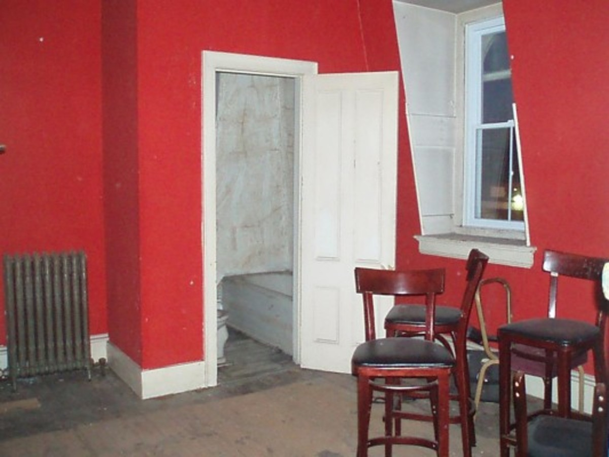 The red room, where a prostitute and her toddler son both met their death