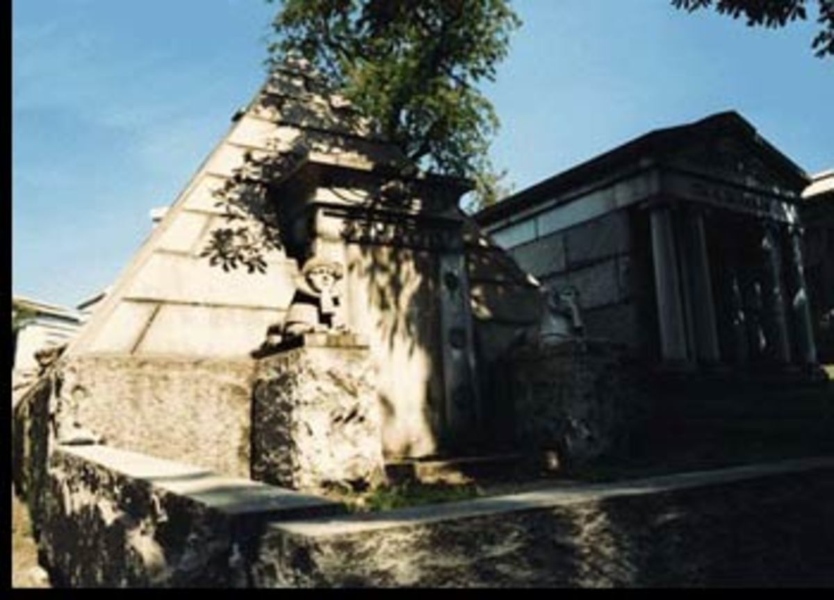 Pyramid tomb -- North Bergen, NJ