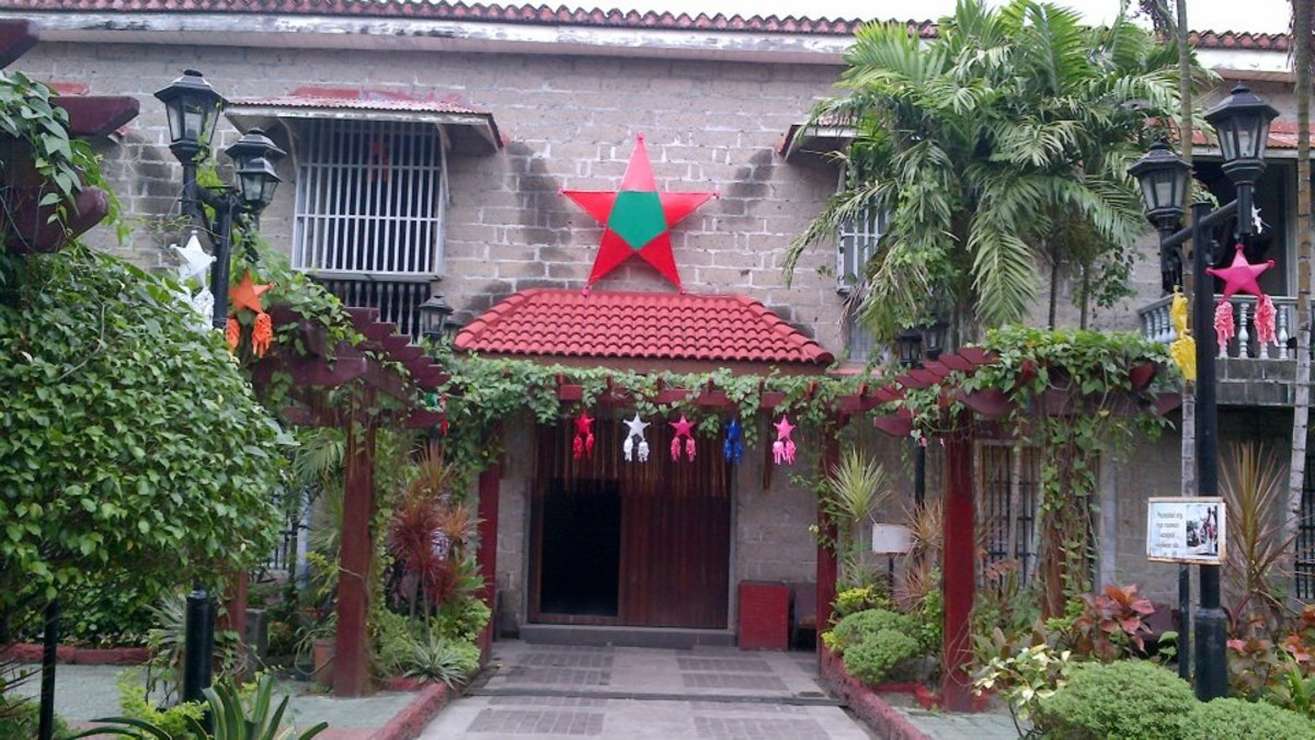 christmas-caroling-in-the-philippines