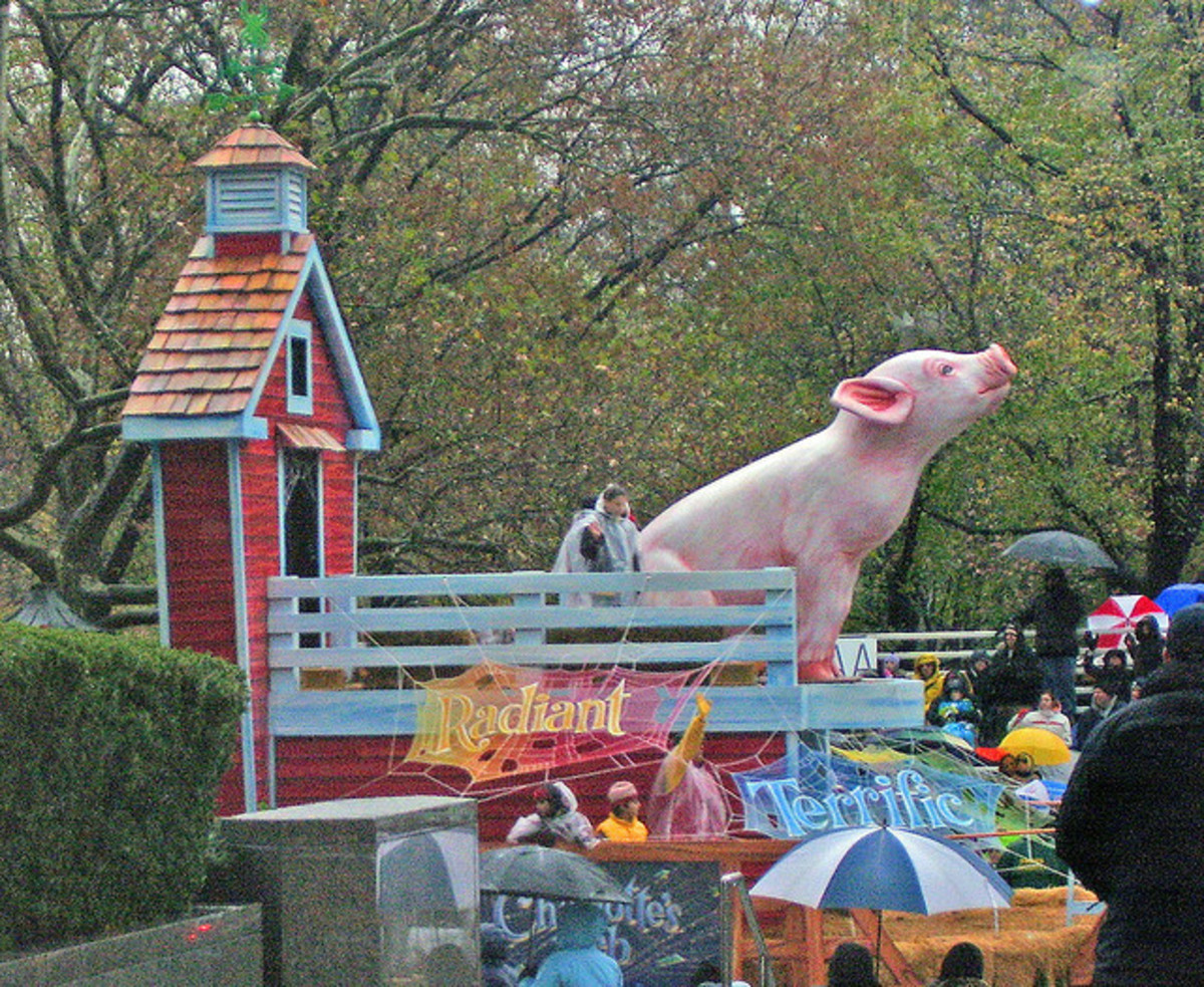 """""""That's some pig!"""" A Charlotte's Web Float."""