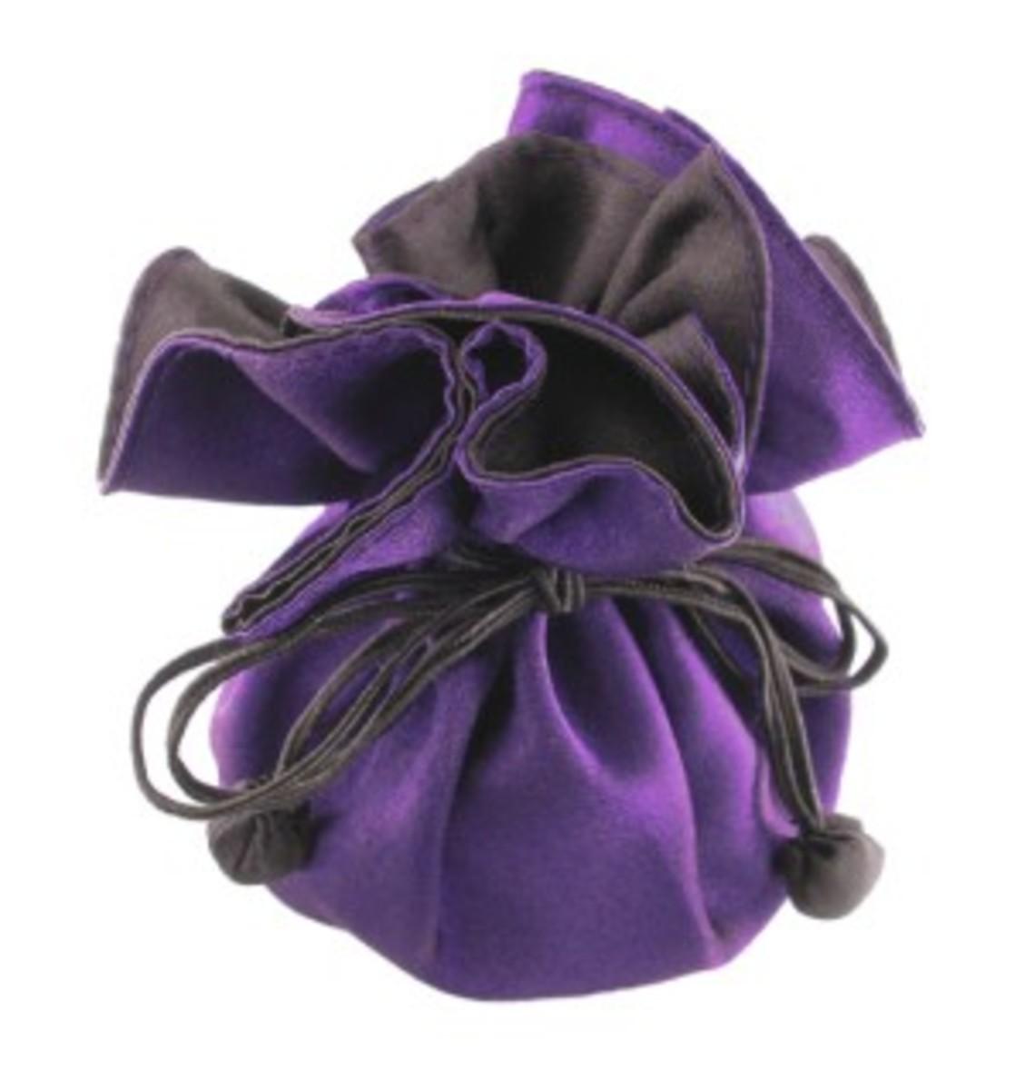 Elegant jewelry pouch
