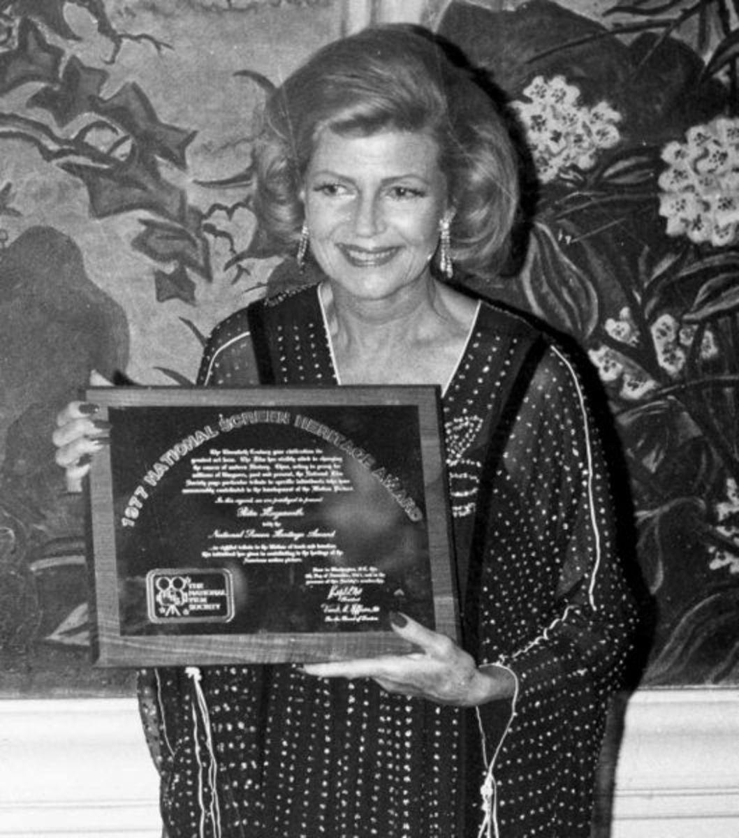 Rita in 1977 receiving the National Film Heritage Award