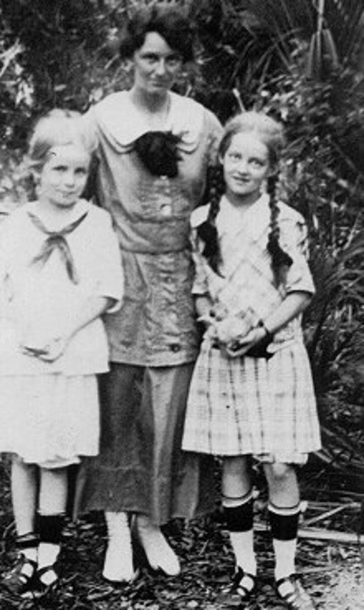 Bette on the right with her mother and sister