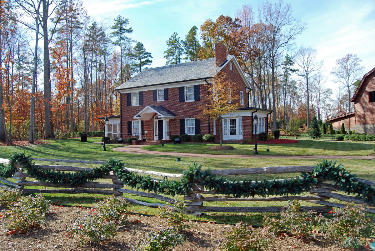 dr billy graham library a photo tour of the home and library in charlotte north carolina. Black Bedroom Furniture Sets. Home Design Ideas