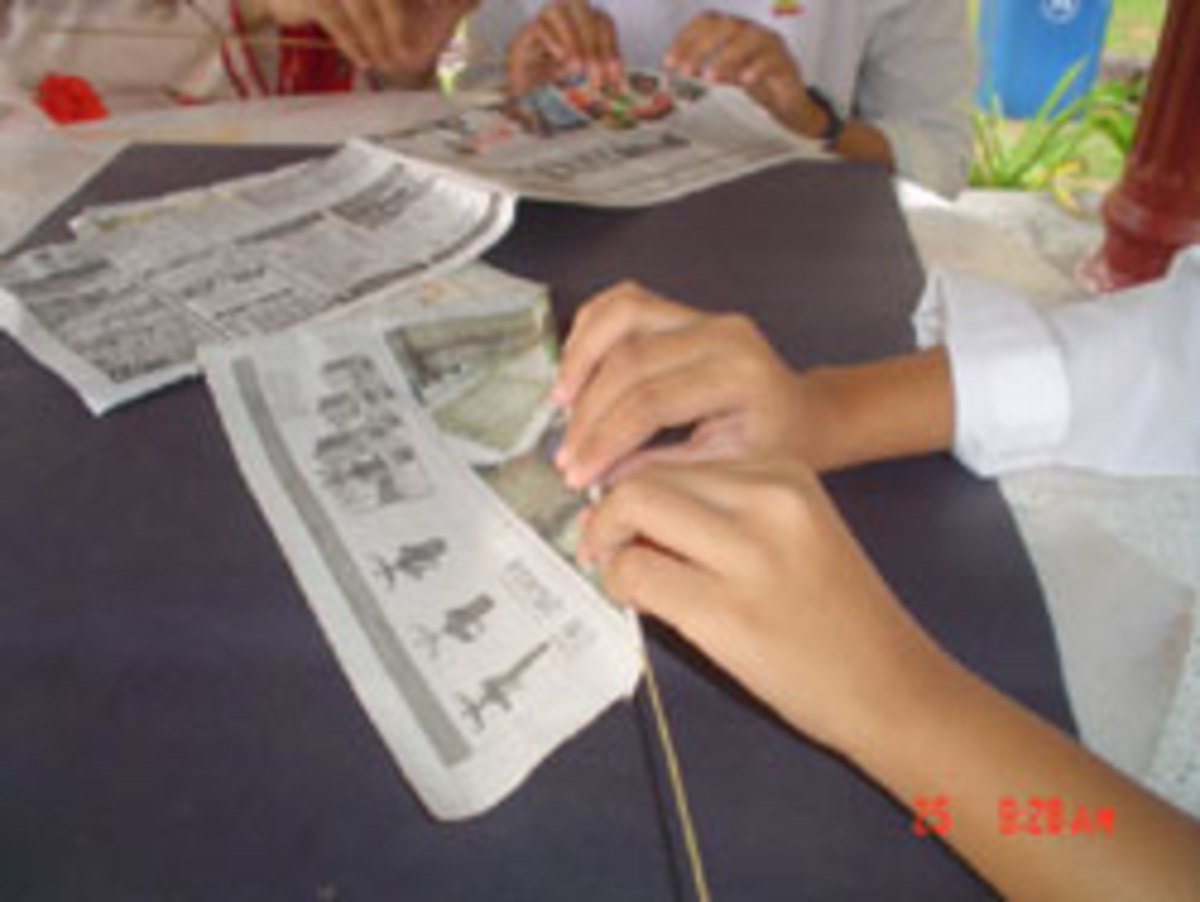 1.Roll the paper using small stick