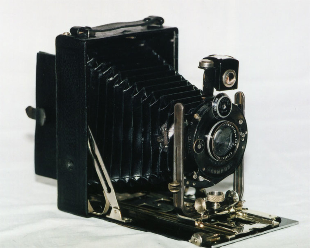Goerz Tenax camera with a 150mm f 1:4,5 Dogmar lens and a Compur Shutter