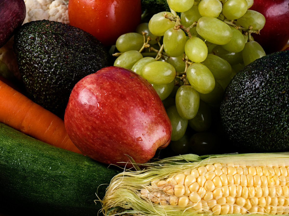 difference between fruit and vegetable apple fruit