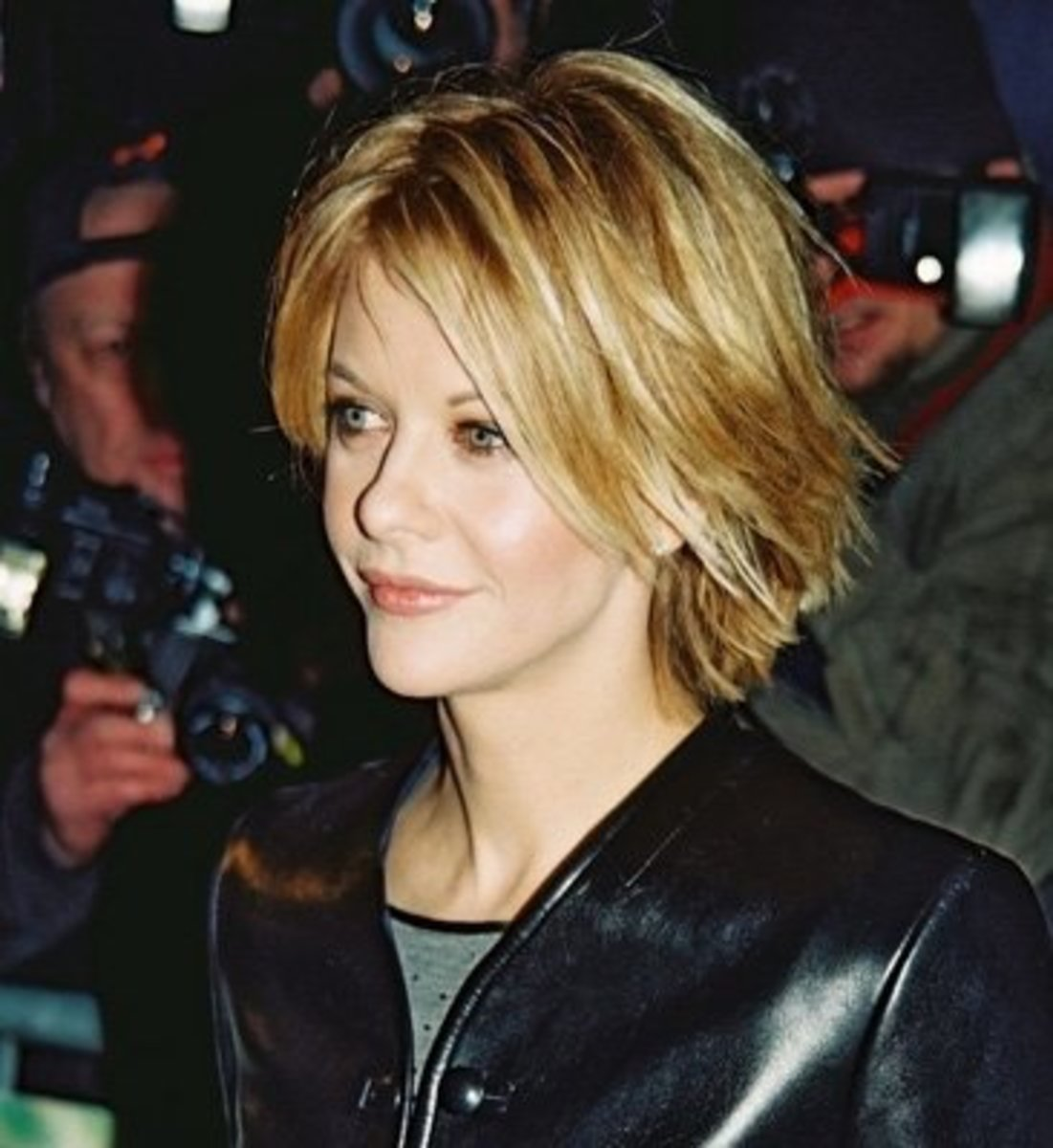 popular blonde colored celebrity short sedu hair cut