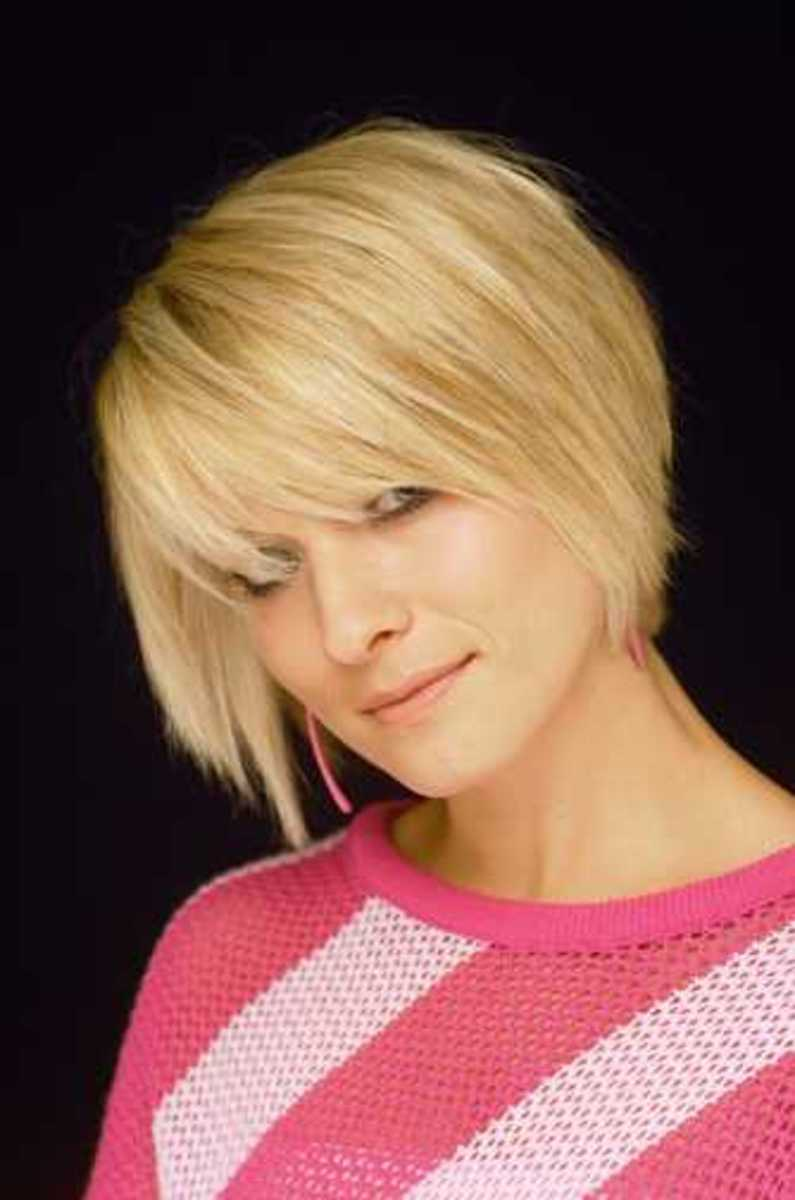 cute looking short hair style for women
