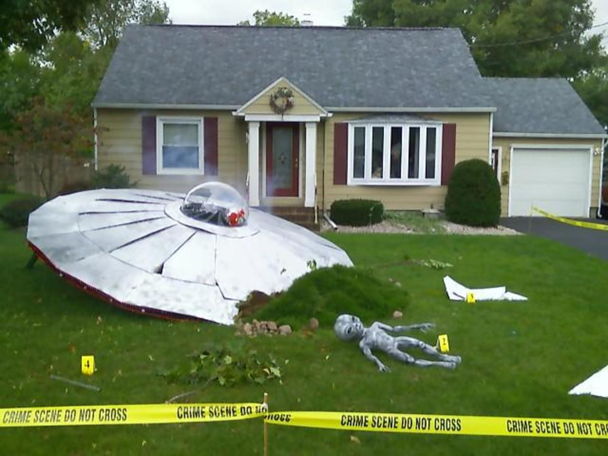 What You Need to Do If  Aliens Crash Land in YOUR Back yard in a Spaceship!