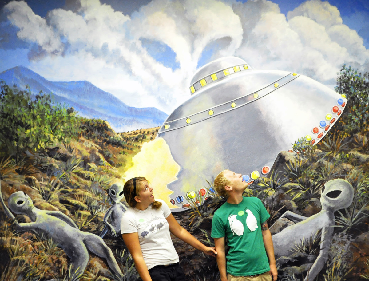 what-to-do-if-aliens-crash-land-in-your-backyard