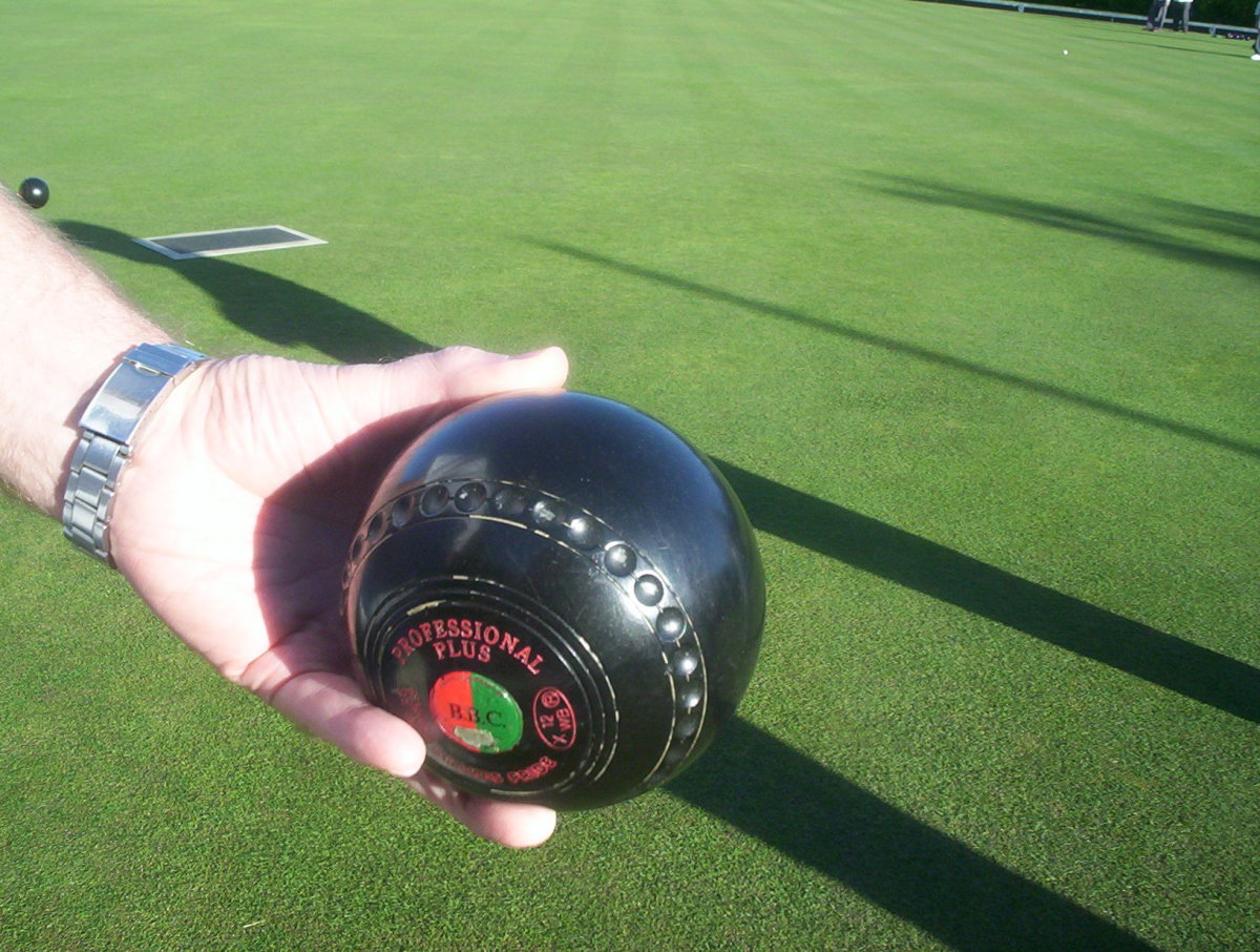 Lawn Bowls - delivering the bowl