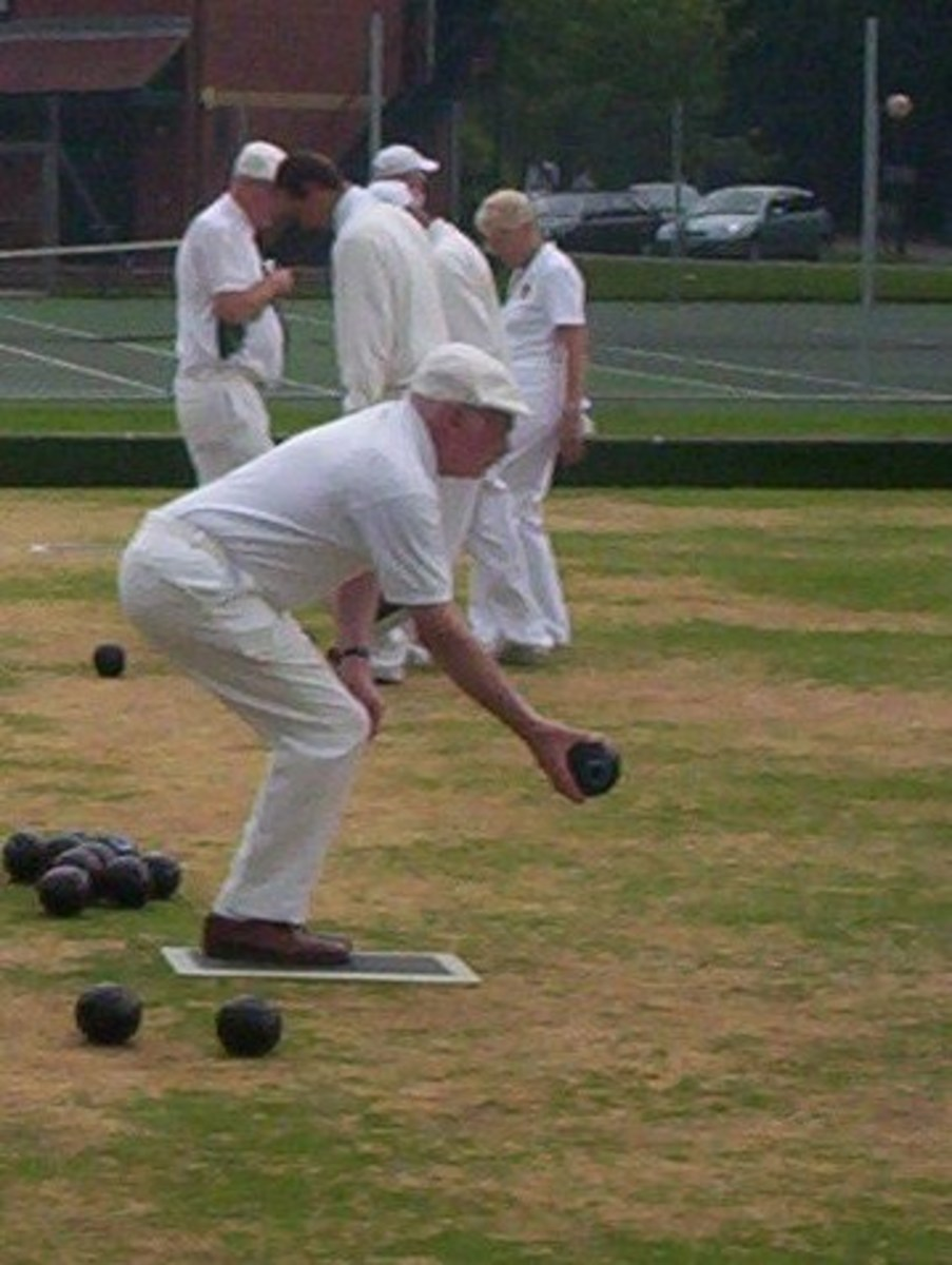 lawn-bowls---delivering-the-bowl