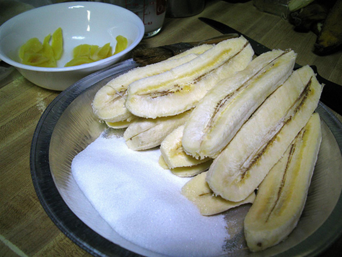 Ingredients for Turon: banana 'saba', sugar, and ripe jackfruit (Photo courtesy by joeyplanting from Flickr)