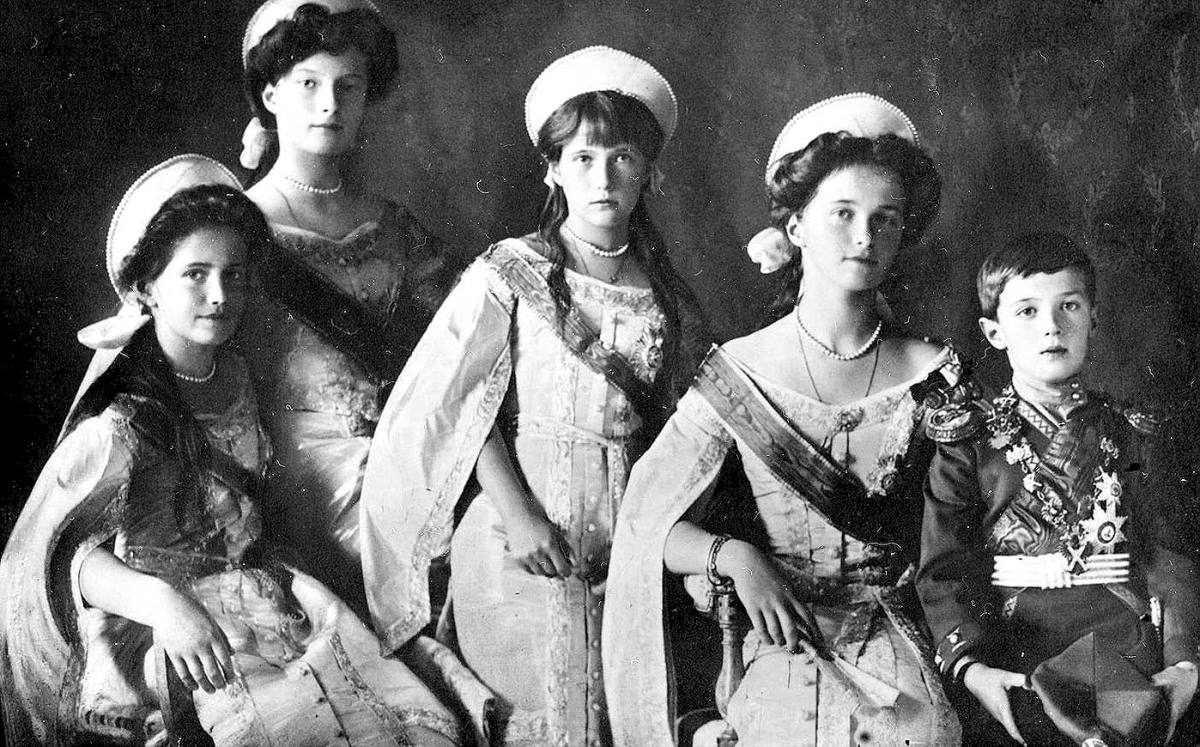 why was the tsar forced to abdicate in 1917 essay