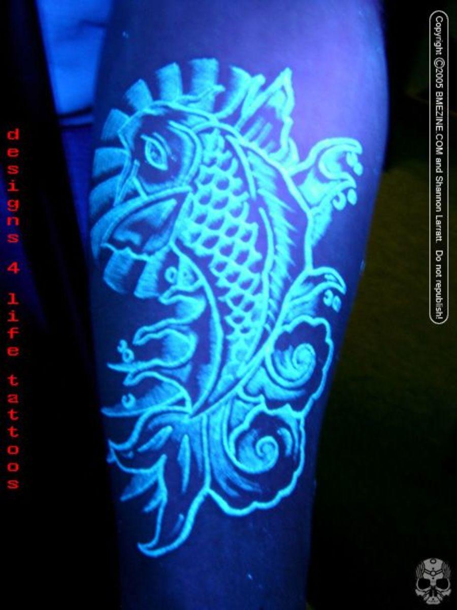 UV tattoos use blacklight reactive ink to illuminate the images
