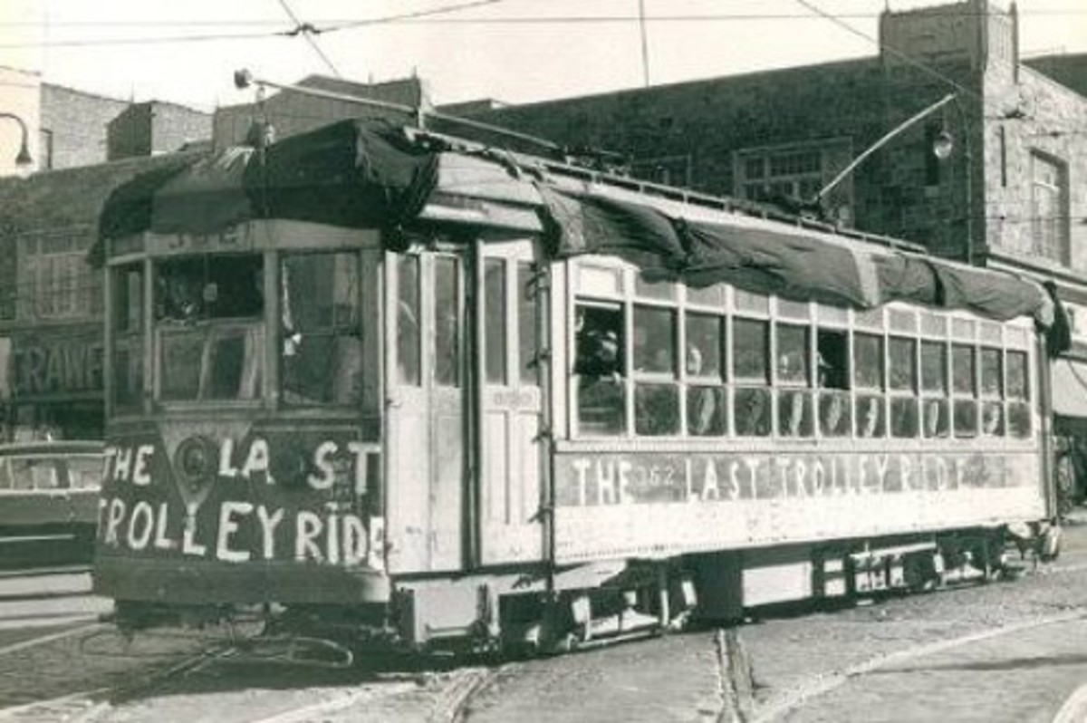 A sad day in Yonkers in November 1952 when the trolleys made their last run on routes throughout the city. They were immediately replaced by buses following the same routes. Source: