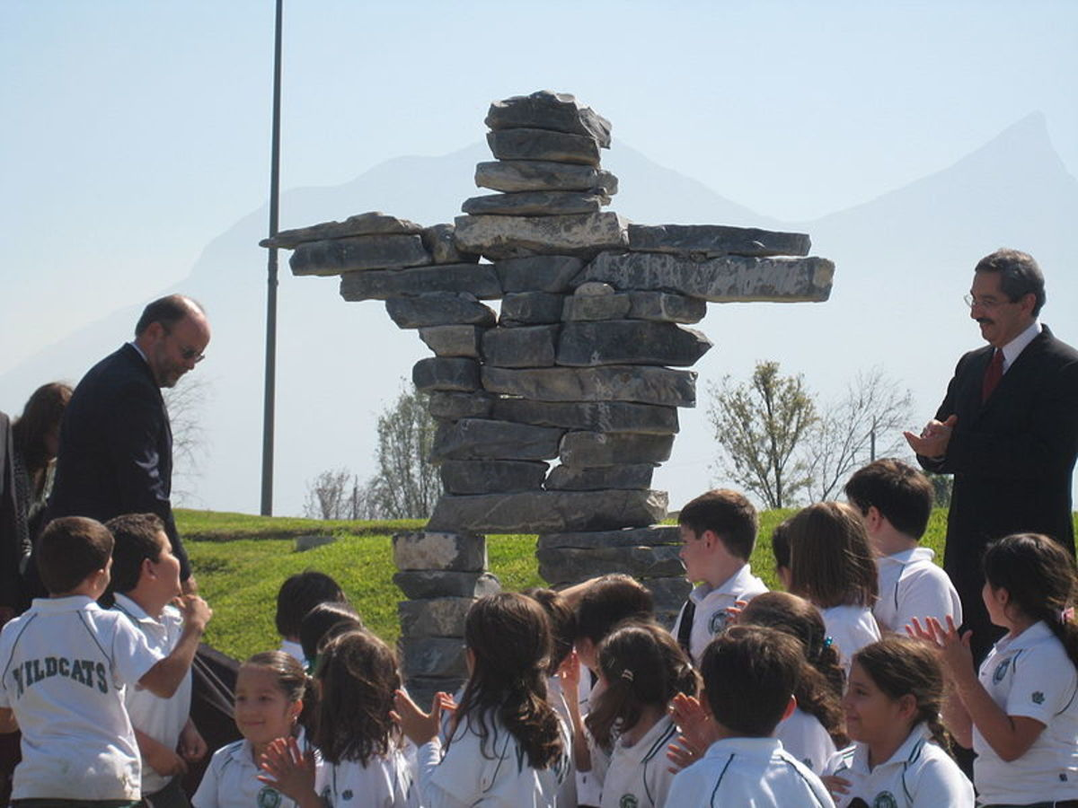 Canadas ambassador to Mexico, Guillermo Rishchynski, left, and Nuevo Len Gov. Jos Natividad Gonzlez unveil an Inukshuk in Monterrey in northern Mexico on October 31, 2007.