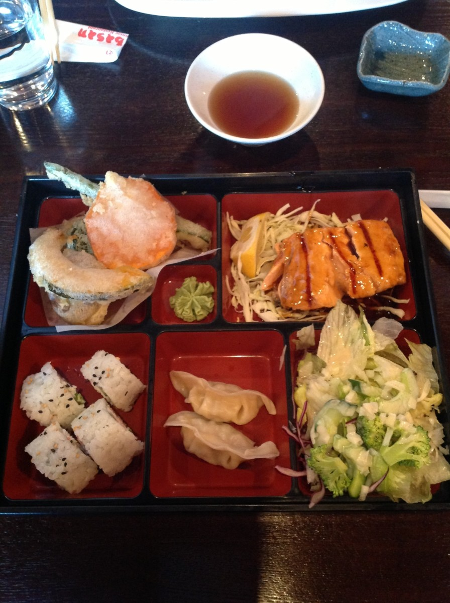 Grilled salmon, gyoza, tempura and more... Delicious!