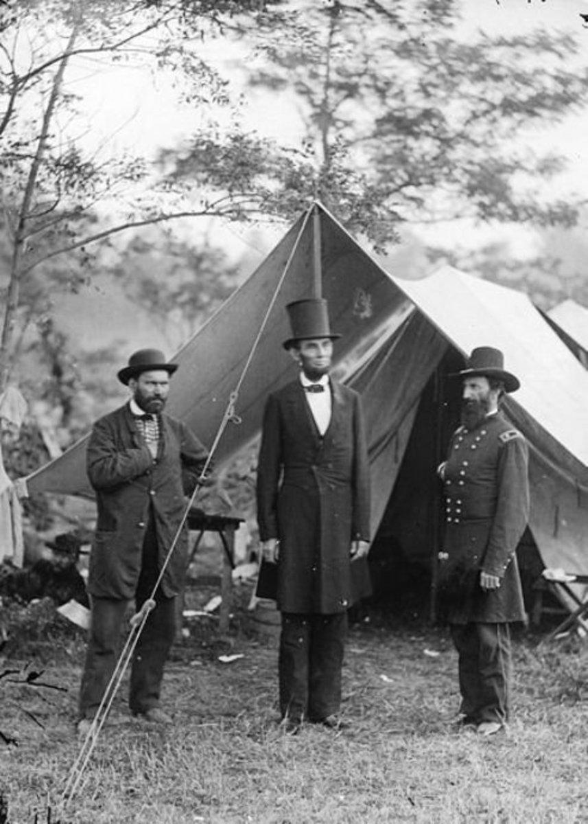 Allen Pinkerton (L), Abraham Lincoln (C), General John A. McClernand (R)