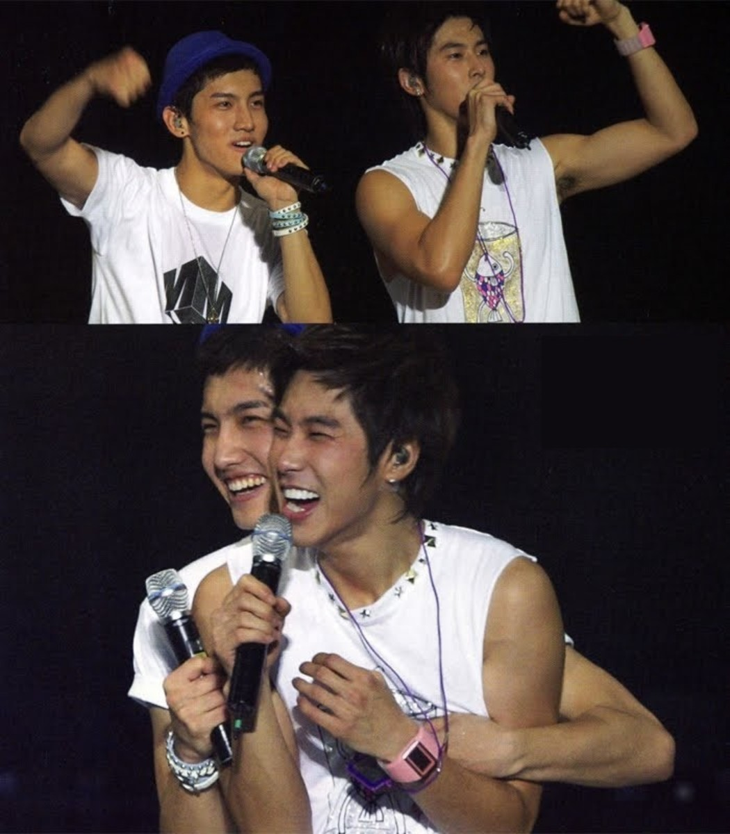 Rare skinship between Max Changnim and U-Know Yunho