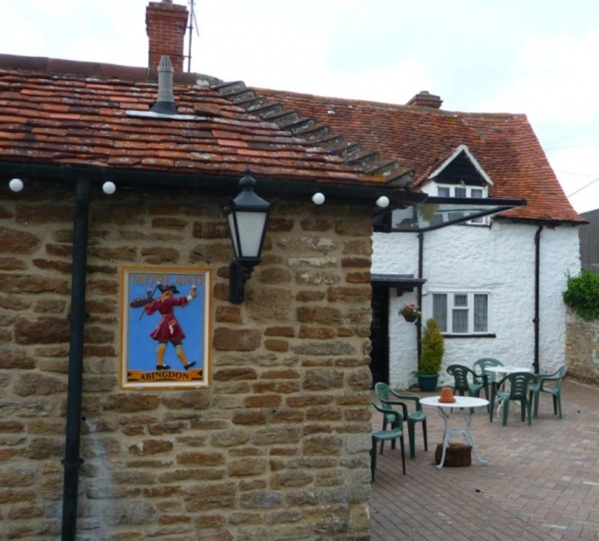 morland-pub-signs