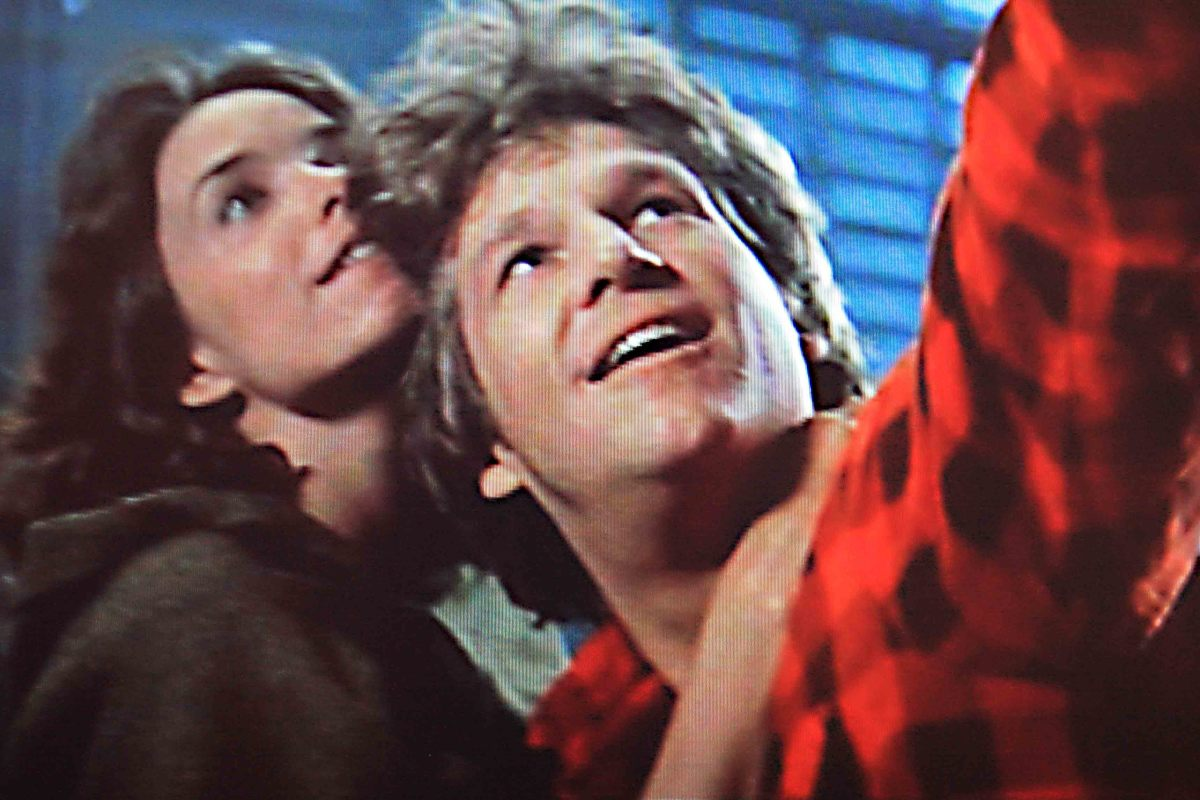 At a time when the two have developed a close and affectionate bond, the Starman points out his home world to Jenny.