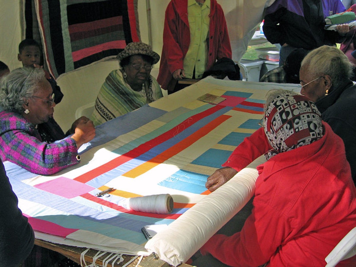 File: Gee's Bend quilting bee.jpg CC-BY-2.0 4-23-05 Andre Natta