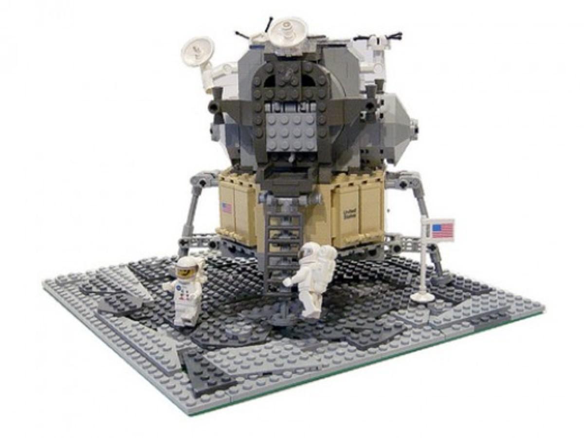 LEGO Discovery Lunar Lander 10029 Assembled