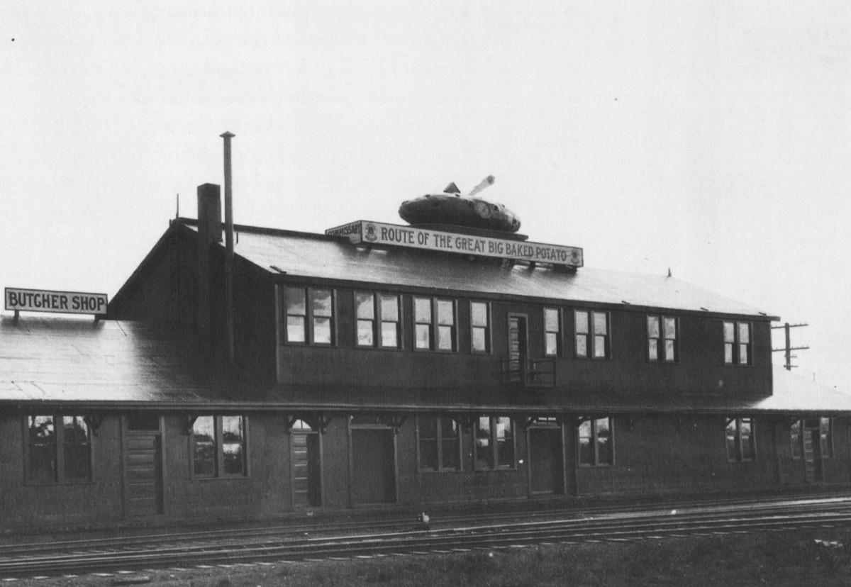 Baked potato trademark atop the Northern Pacific Railroad commissary in Seattle
