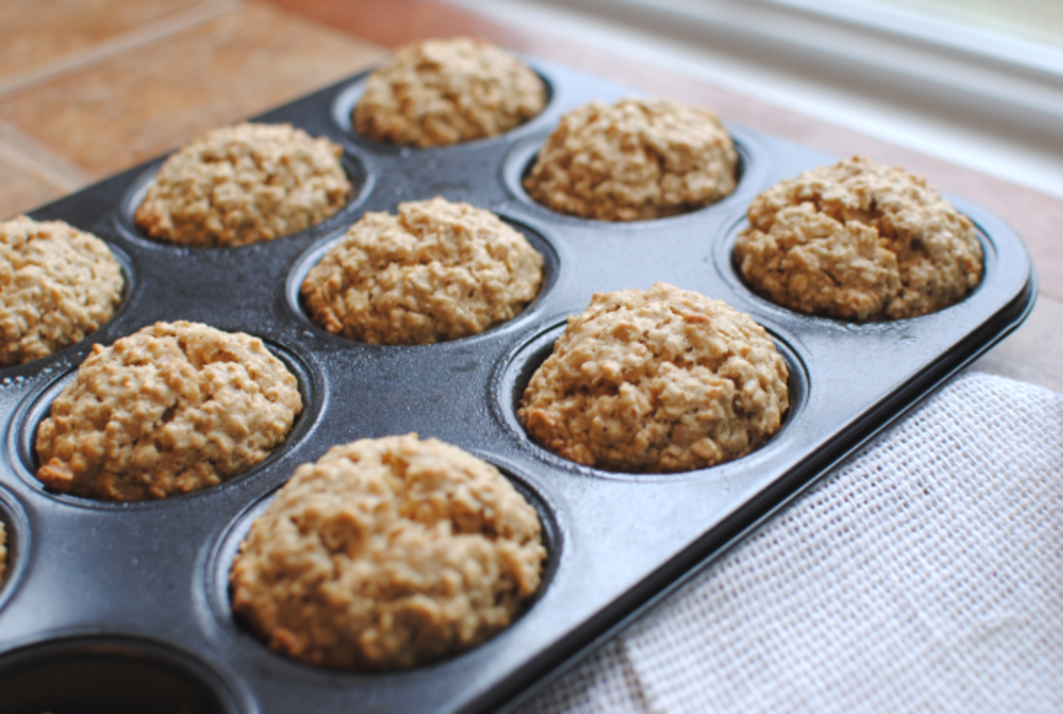 Calorie Count: An oatmeal muffin that includes 1/4 cup of rolled oats and half of a strawberry has only 90 calories and 1.2 grams of fat.