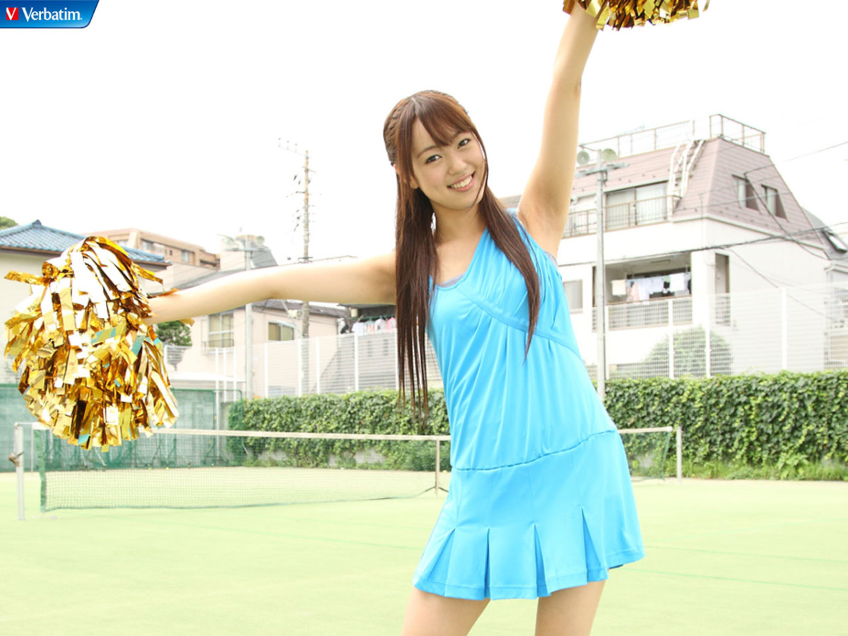 Rumi Yonezawa smiles and has a moment of fun outside of AKB48.