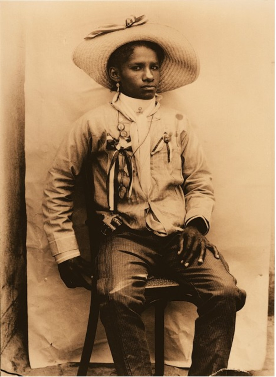 Colonel Carmen Amelia Robles Avila, an Afro Mexican woman who was a leader in the Mexican Revolution. She fought alongside Emiliano Zapata. Legend has it that she participated in many battles and that she would shoot her pistol with her right hand an
