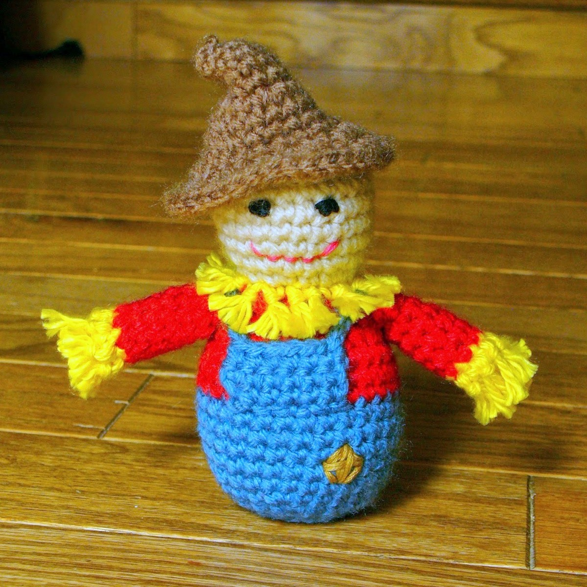 Free crochet pattern fall Thanksgiving scarecrow.
