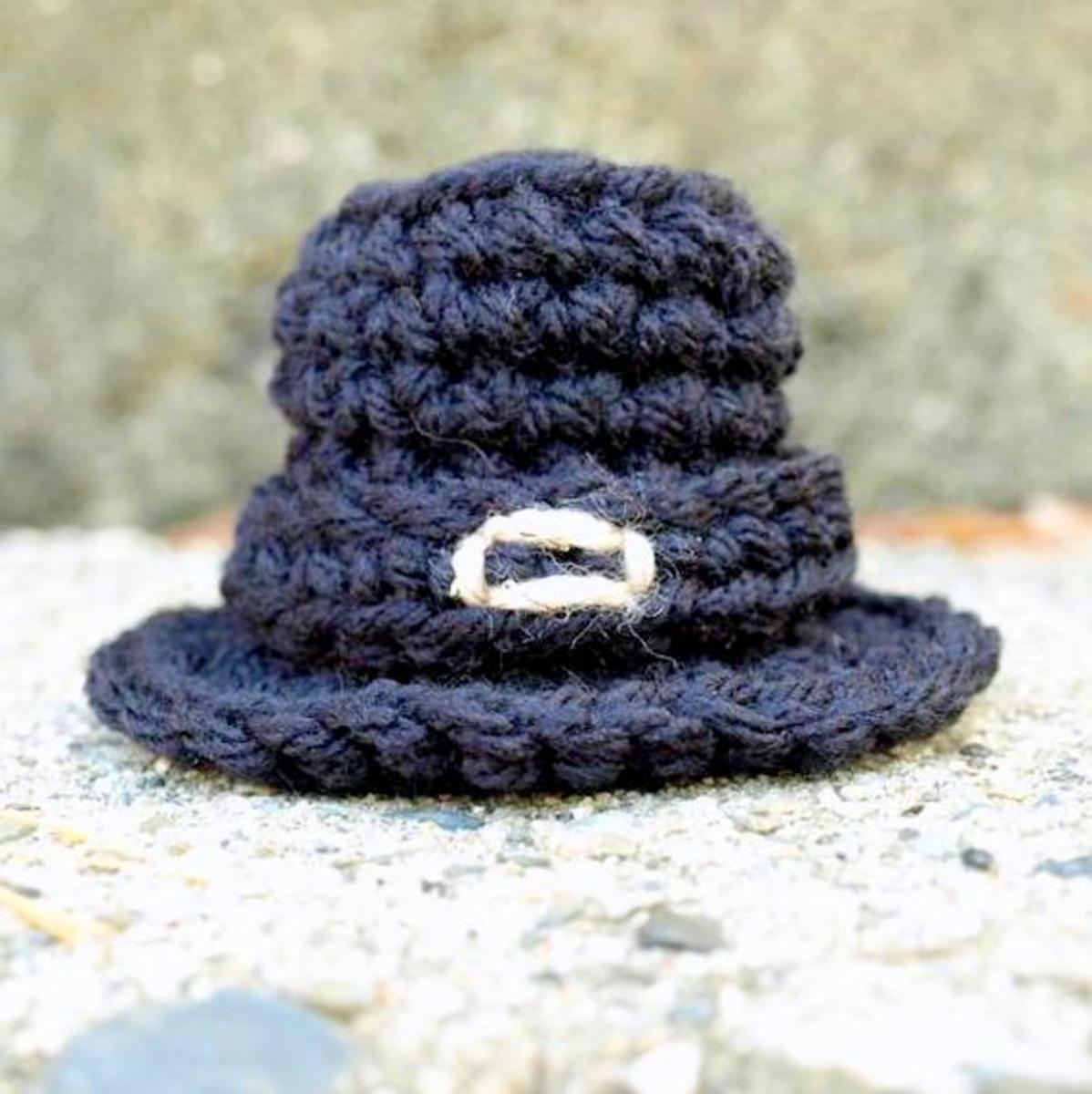Free crochet pattern fall Thanksgiving pilgrim hat.