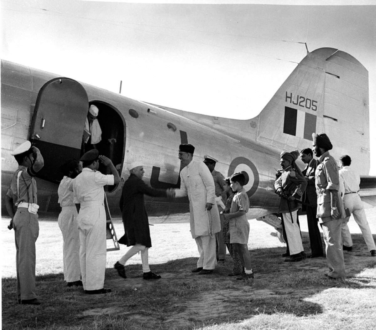 Sheikh Abdullah receiving Nehru in Srinagar, 1947
