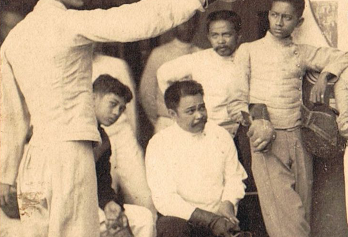 Antonio Luna with the students in the fencing club.