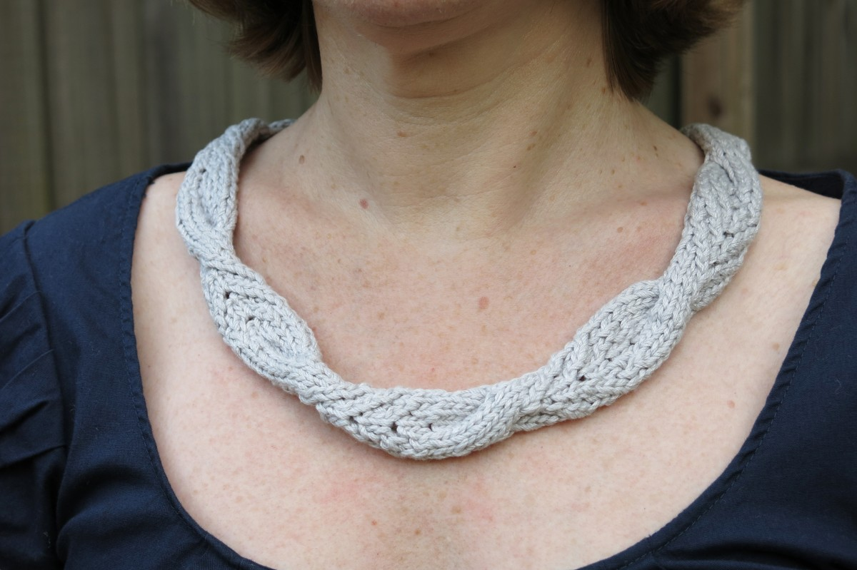 Knitting Pattern for the High Tea Collar Necklace