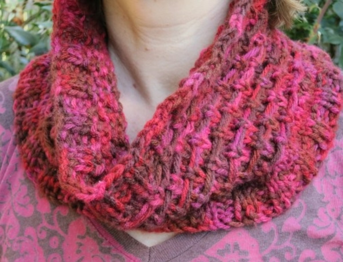 Knitting Pattern for the Reindeer Tracks Cowl