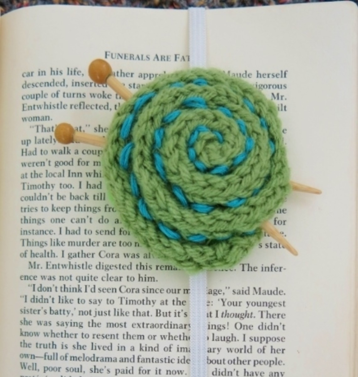 Free knitting pattern for Yarn Ball Bookmark