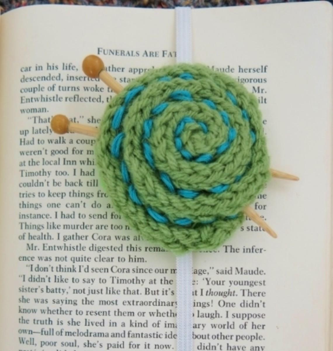 Free knitting pattern for Yarn Ball Bookmark